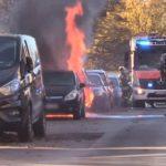 [PKW-Brand x2] Feuerwehreinsatz in Vorhalle – Feuerwehr musste zwei brennende Autos löschen
